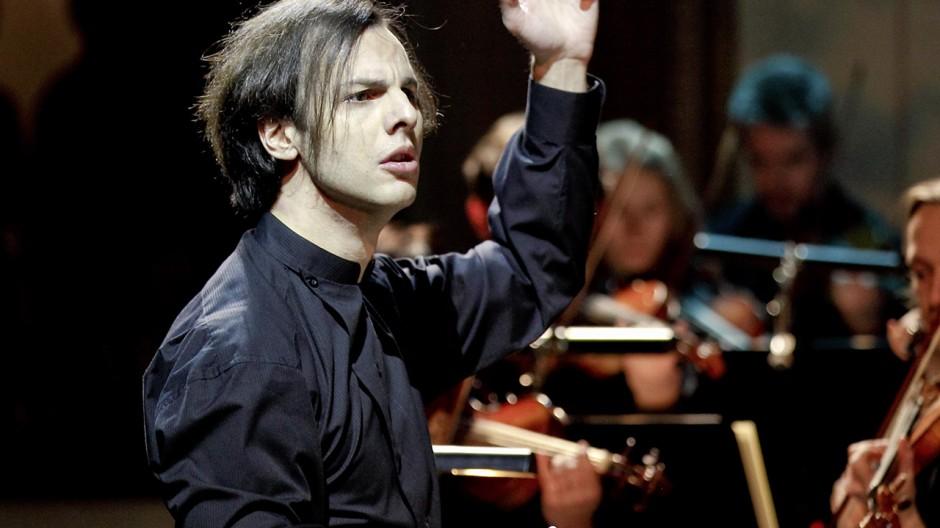 In Salzburg der Mittelpunkt einer fragwürdigen Show: Dirigent Teodor Currentzis