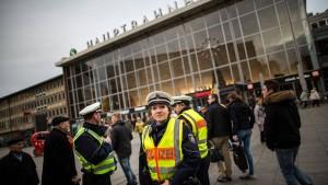 Unbekannte attackieren Ausländer in Köln