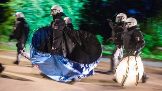 Tumulte in G-20-Protestcamp: Polizei beschlagnahmt Zelte