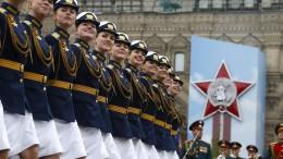Russland feiert mit Militärparade
