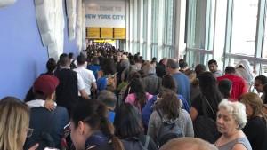 Lange Warteschlangen an amerikanischen Flughäfen