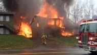 Nach dem Absturz fing der Jet sofort Feuer.