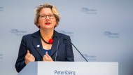 Svenja Schulze (SPD), Bundesumweltministerin, spricht bei der Eröffnung des Petersberger Klimadialogs.