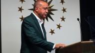 Der türkische Präsident Recep Tayyip Erdogan am Sonntagabend nach den ersten Auszählungen.
