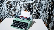 Die Schreibmaschine von Lego hat dem Serverraum der F.A.Z. einen Besuch abgestattet.