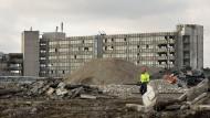 Abriss: Auf dem früheren IBM-Firmengelände werden Hallen und Gebäude niedergelegt, um Wohnungen Platz zu machen.