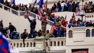 Trump-Unterstützer stürmen das Kapitol in Washington am Mittwoch.