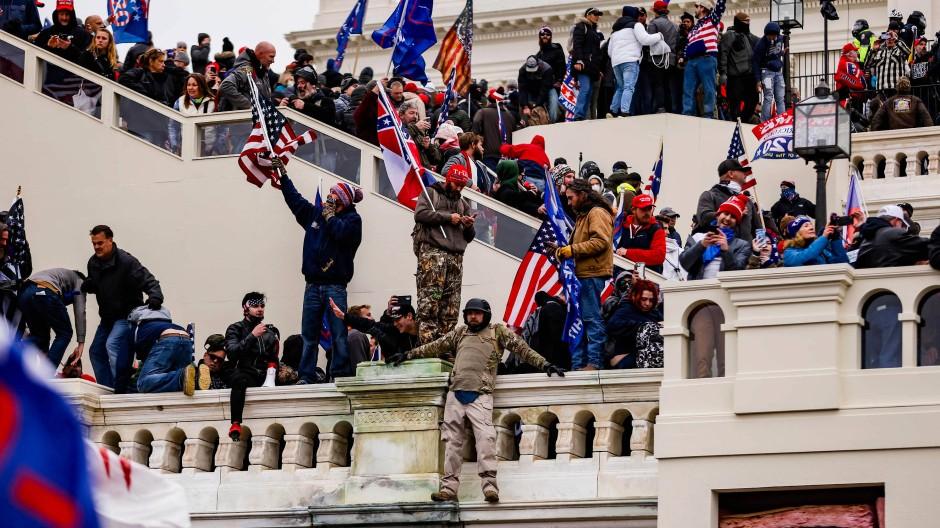 Trump-Unterstützer beim Sturm auf das Kapitol in Washington am 6. Januar dieses Jahres.