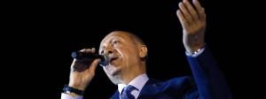 """Recep Tayyip Erdogan spricht zu seinen Anhängern: Die Wahl - und sein Sieg - seien ein """"Fest der Demokratie""""."""
