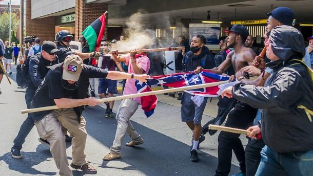 """Trump verurteilt """"alle Arten von Rassismus und Gewalt"""""""