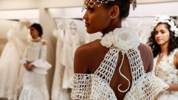 Brautkleid aus Toilettenpapier