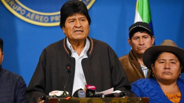 Morales auf dem Weg ins Exil