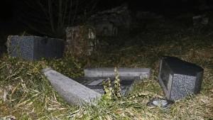Hunderte Gräber auf jüdischem Friedhof in Frankreich geschändet