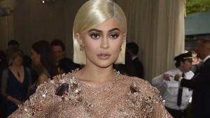 Kylie Jenner feiert Geburt ihrer Tochter mit Youtube-Video