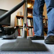 """Nur 3,5 Prozent der Haushalte geben an, dass bei ihnen """"meistens der Mann"""" das Putzen übernimmt."""