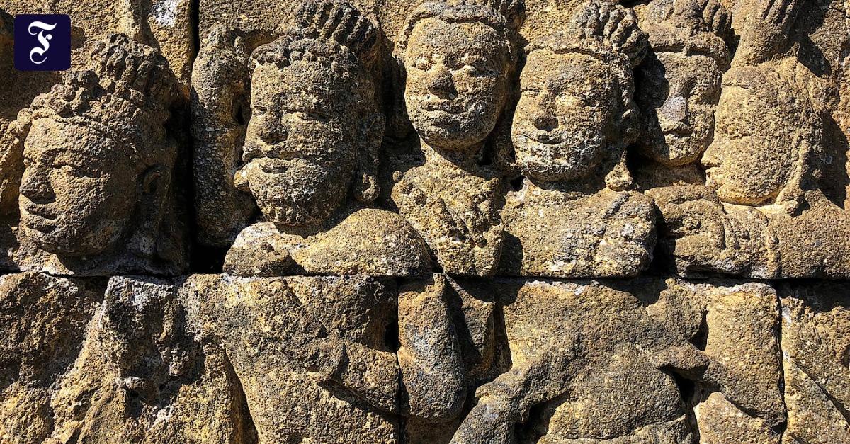 Tempel in Java: Hollywoodgesichter im Morgengrauen