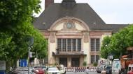 Im Zentrum: Nördlich und südlich des Bad Nauheimer Jugendstil-Bahnhofs sollen Häuser errichtet werden.