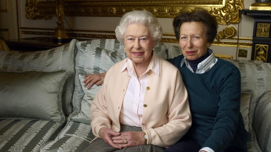 Glamour ist ihr fremd: Die Boulevardpresse taufte Anne Prinzessin Griesgram, für ihre Mutter Elisabeth II. ist sie zur wichtigsten Bezugsperson geworden.