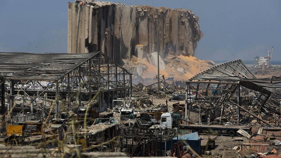 Der durch eine Explosion völlig verwüstete Hafenbereich Beiruts.