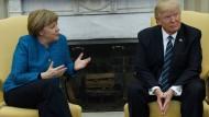 Der amerikanische Präsident Donald Trump während seines Treffens mit Bundeskanzlerin Angela Merkel im Oval Office des Weißen Hauses am 17. März 2017.