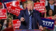 """""""Eine der größten Schmutzkampagnen in unserer Geschichte"""": Donald Trump inszeniert sich auch in Charlotte, North Carolina, als Opfer einer Verschwörung"""