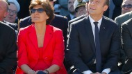Da war sie noch im Amt: Sylvie Goulard verfolgt neben Emmanuel Macron eine Flugschau.