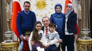 """Erdogan empfängt """"Twitter-Mädchen"""" Bana"""