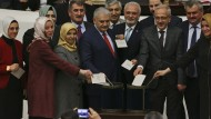 Parlament billigt Verfassungsreform