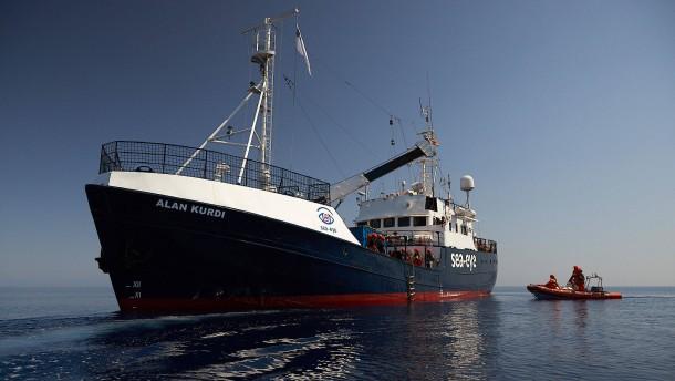 """Flüchtlinge von der """"Alan Kurdi"""" auf Quarantäne-Schiff verlegt"""