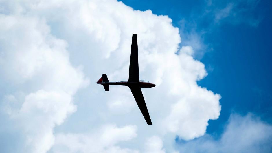 Ein Segelflugzeug in der Luft (Symbolbild)