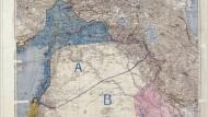 """Die Einigung: Am 8. Mai 1916 zeichneten Mark Sykes und François Picot die Karte, auf der sie die Teilung der Levante in eine französische """"blaue Zone"""" A, eine britische """"rote Zone"""" B und ein international verwaltetes Palästina besiegelten. Am 16. Mai 1916 unterschrieben die Vertreter ihrer Regierungen."""