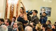 Nackter Protest gegen Le Pen