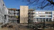 Geräumt: Auch die Schüler des Graf-Stauffenberg-Gymnasiums in Flörsheim - hier ein Foto von 2012 - mussten nach der Bombendrohung gegen die Scholl-Schule ihre Klassenräume verlassen