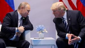 Demokraten verklagen Trump-Team und Russland