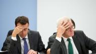 Umfrageergebnisse, die nachdenklich machen: Ministerpräsident Winfried Kretschmann (Grüne) und Finanzminister Nils Schmid (SPD) im Landtag (Archivbild Juni 2015)