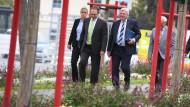 Wer geht, wer bleibt? Darüber macht sich Ministerpräsident Volker Bouffier (Dritter von links) Gedanken.