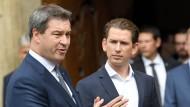 Der bayerische Ministerpräsident Markus Söder (CSU, r.) und der österreichische Bundeskanzler Sebastian Kurz am Mittwoch in Linz