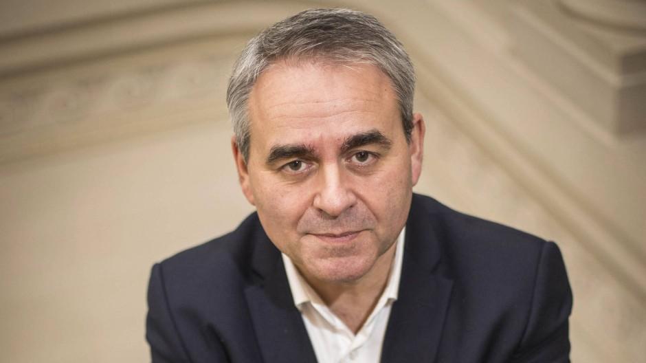 Xavier Bertrand ist 56 Jahre alt und Präsident der Region Hauts-de-France. Zuvor war er Gesundheits- und Sozialminister.