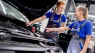 VW investiert in die Zukunft: Kein anderes Unternehmen in Deutschland gibt so viel Geld für Forschung und Entwicklung aus.