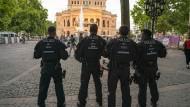 Polizisten auf dem Frankfurter Opernplatz