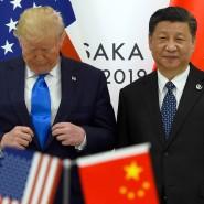 Zwei große Mächte im Welthandel: US-Präsident Donald Trump (links) fasst sich an die Jacke, während er für ein Foto mit dem chinesischen Präsidenten Xi Jinping am Rande des G-20-Gipfels in Osaka posiert.