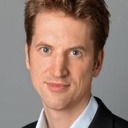 """Stefan Tomik - Portraitaufnahme für das Blaue Buch """"Die Redaktion stellt sich vor"""" der Frankfurter Allgemeinen Zeitung"""