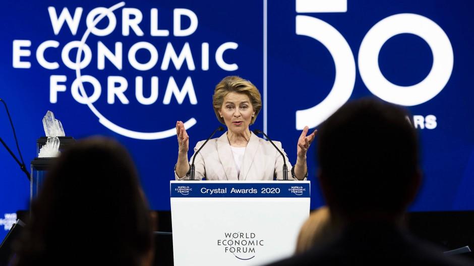 Präsidentin der Europäischen Kommission, Ursula von der Leyen, spricht zum Auftakt des Weltwirtschaftsforums in Davos.
