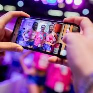 Online – immer und überall: Selbst auf der Messe und beim Sport geht es für viele Menschen heutzutage nicht mehr ohne soziale Medien.