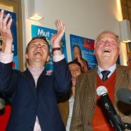 Jubel beim AfD-Vorsitzenden Bernd Lucke (l.) und dem Spitzenkandidaten in Brandenburg, Alexander Gauland, nach dem guten Abschneiden bei der Landtagswahl