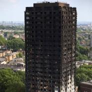 Der ausgebrannte Grenfell Tower von außen