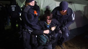 Polizei räumt Protestcamp nahe Hambacher Forst