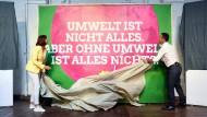Grüne und Linken stellen Wahlplakate vor