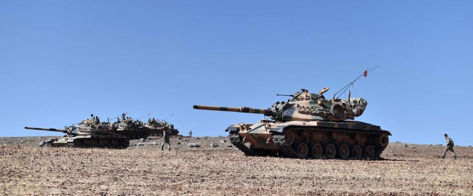 Türkische Panzer unweit von Kobane