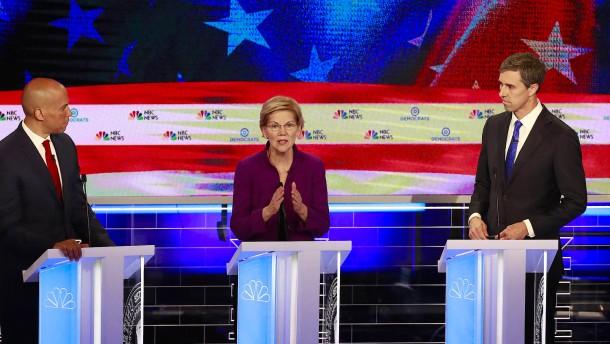 Senatorin Warren dominiert erste TV-Debatte der Demokraten